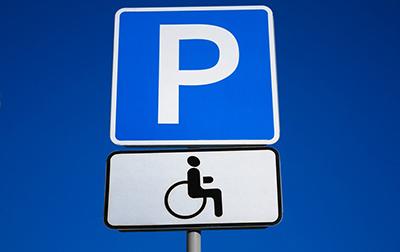 можно ли парковаться на местах для инвалидов